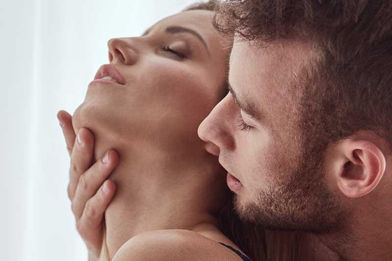 "Hot Instagram Model: 3 ""Weird"" Body Language Tricks That Make Me Horny"